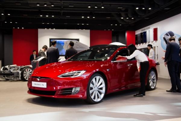 [Newsmaker] Tesla now 2nd-largest US automaker
