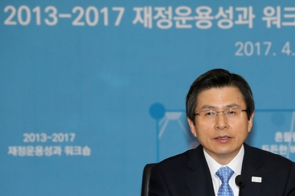 Hwang pledges to remove regulations impeding bio industry's growth