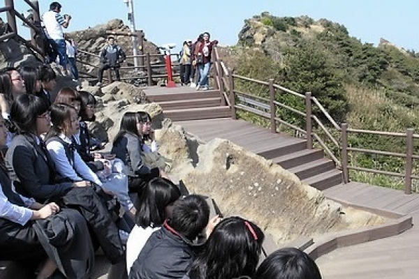 Return of school trips gives Jeju relief from drop in Chinese tourists