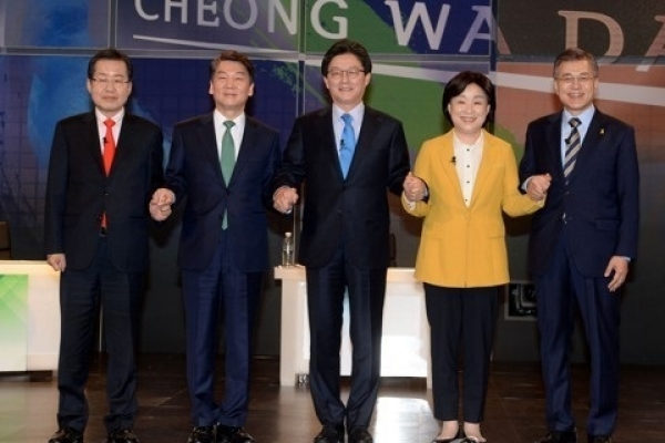 Moon leads Ahn in approval ratings by 3 percentage points: poll