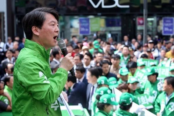 Ahn says Pyongyang regime is 'afraid' of his election