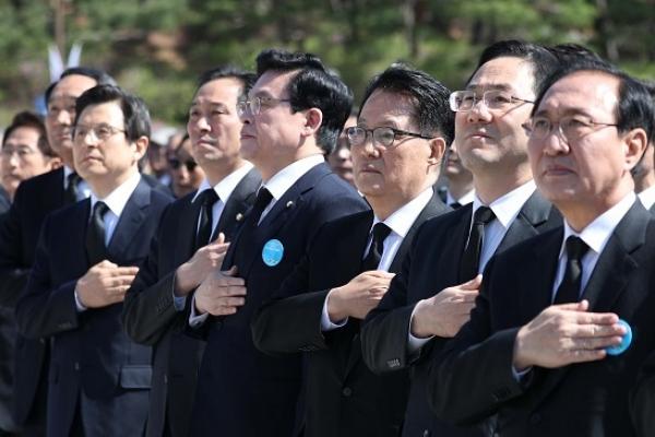 Hwang calls for national unity amid NK threats