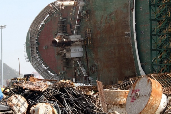 Search underway to find remains of missing people inside Sewol ferry
