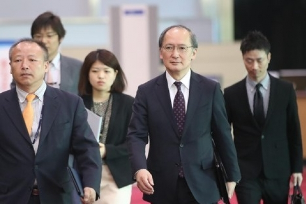 Vice unification minister meets with Japan's top envoy over NK issue