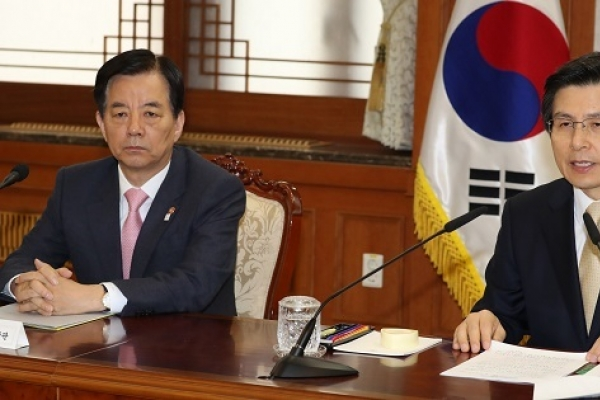 Hwang orders military to stand ready for 'immediate response' to NK provocation