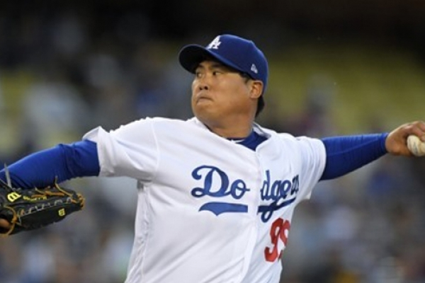 Fastball velocity down, Dodgers' Ryu Hyun-jin must mix them up