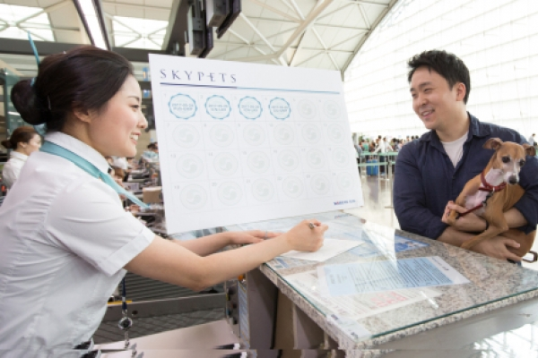 [Photo News] Frequent Korean Air flyers recieve discounts for transporting pets