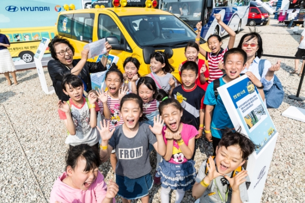 [Photo News] Hyundai Motor donates school buses to welfare institutions