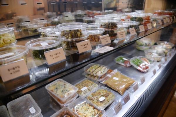 Fresh eats at new Korean deli