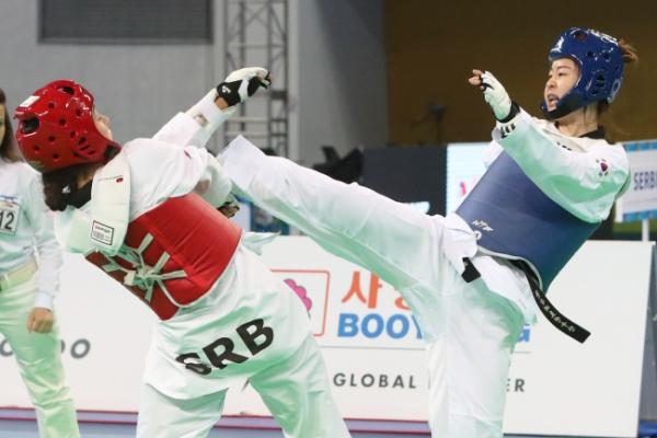 Korea adds 2 more medals at taekwondo world championships