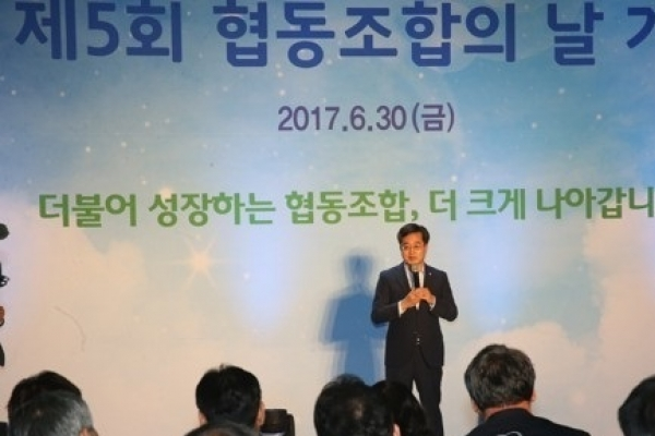 Korea's finance minister has no immediate plan to raise growth forecast from 2.6%