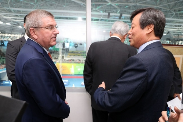 Korean sports minister asks for IOC's support in N. Korea's participation in PyeongChang 2018