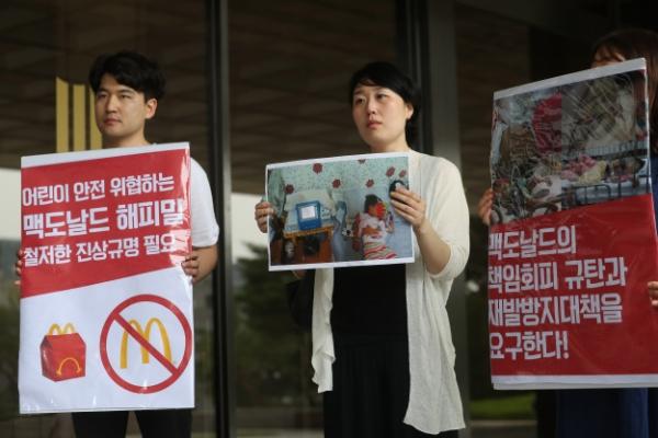 [Photo News] McDonald's Korea sued for undercooked patties
