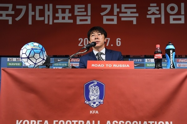New Korea football coach hints at change in squad selection