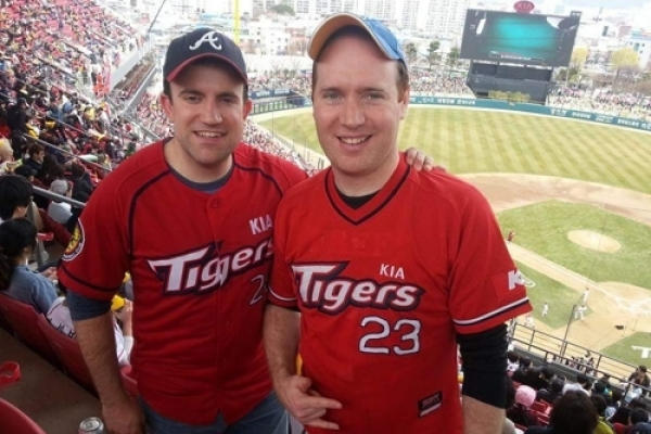 Unlikely friends 'find niche' with website, podcast on Korean baseball