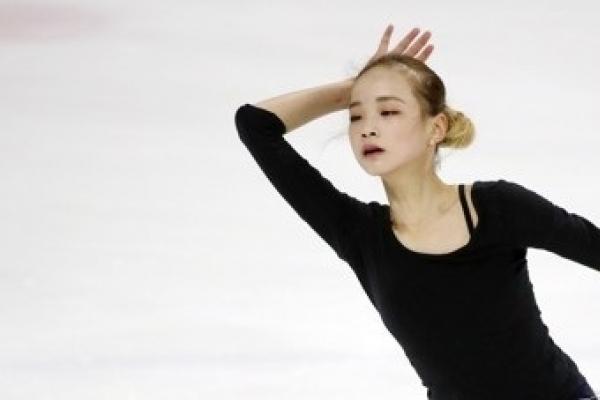 Teen figure skaters put growing pains behind