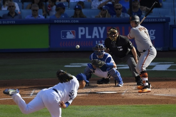 Ryu throws 7 strong, Dodgers walk-off Giants for sweep