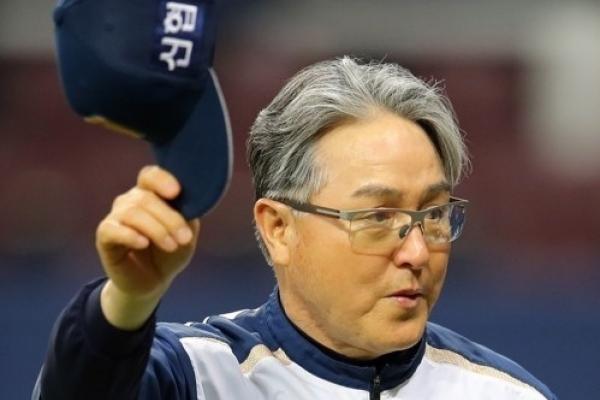 Baseball manager sidelined with benign brain tumor