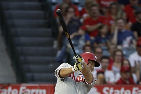 Kim Hyun-soo collects first hit in Phillies uniform