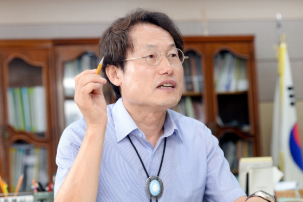 [Eye Interview] Education reformer aims to tackle elitism in schools