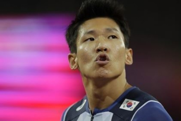 Korean sprinter Kim Kuk-young crashes out of 100m semis at worlds