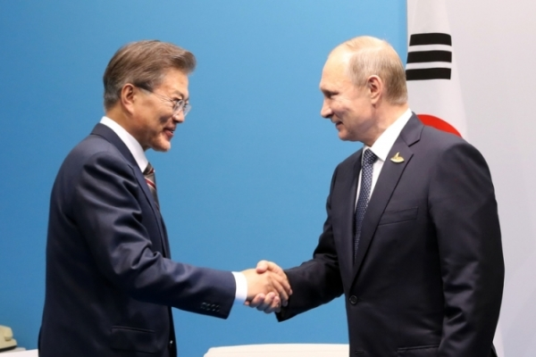 Moon to hold summit with Putin in Vladivostok next month
