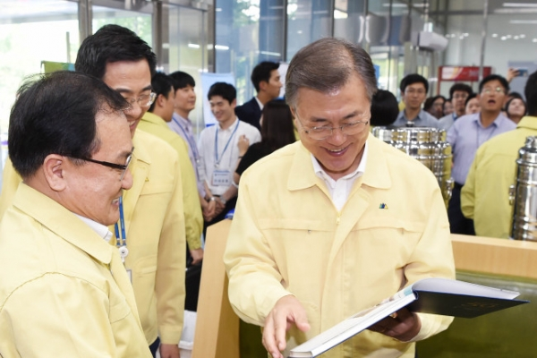 Moon renews call for leading role in resolving NK threat