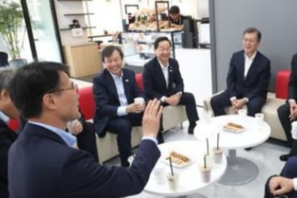 Moon urges variety in education, reduced burden on students