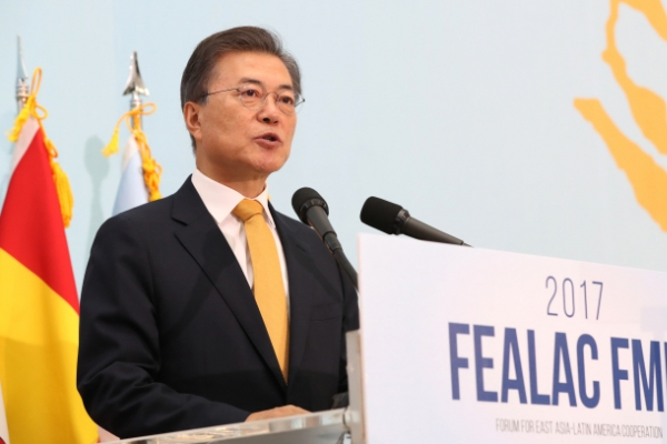 Moon appeals for Latin America's support in NK issues