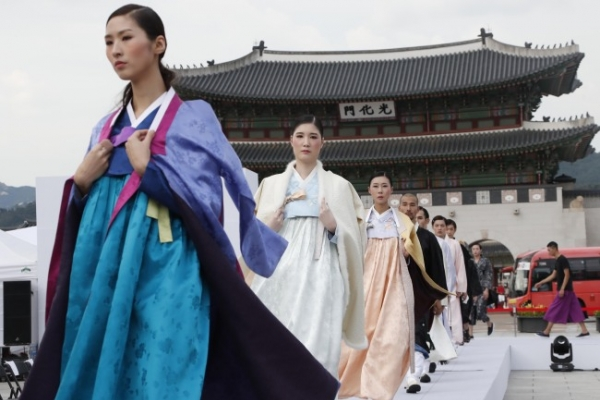 Modern-day hanbok to grace Cheonggyecheon catwalk
