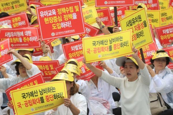 Kindergartens call off strike