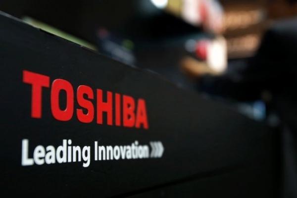 Toshiba picks Bain, SK hynix, Apple group to sell its memory unit