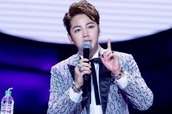 Actor Jang Keun-suk's fan club to donate exhibit proceeds to charity