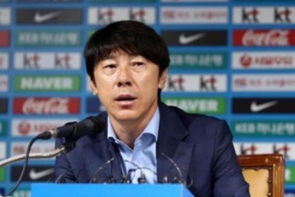 Korea natl. football team needs big-name striker: coach