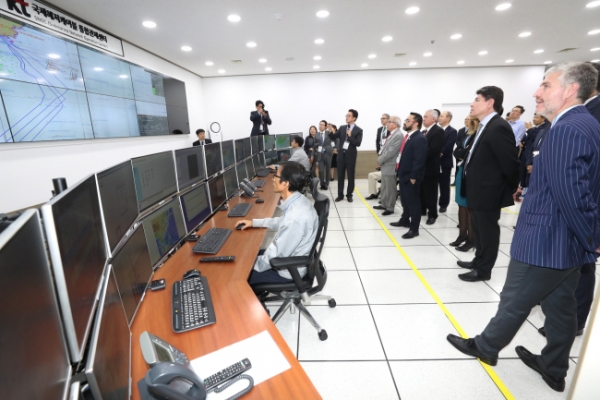 [ITU 2017] KT's control tower for undersea cables boasts cutting-edge technologies