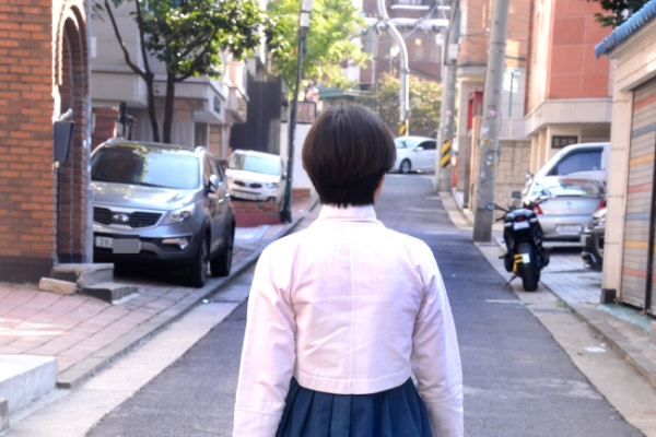 [Video] Learning to wear hanbok with confidence
