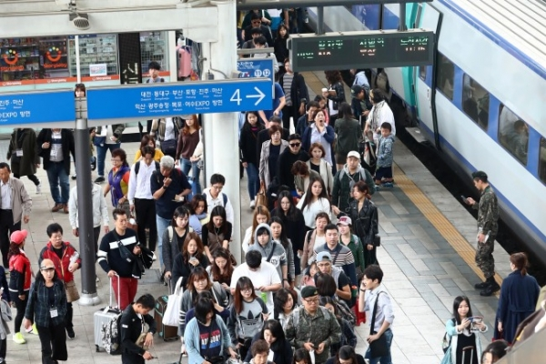 [Photo News] Koreans return home as 10-day holiday comes to a close