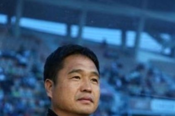 Pro football club coach dies of heart attack