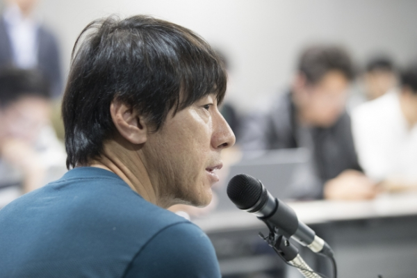 S. Korea football coach vows to rebound from disappointing performances