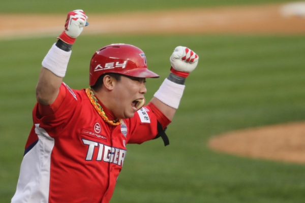 Kia Tigers take Korean Series lead with road victory