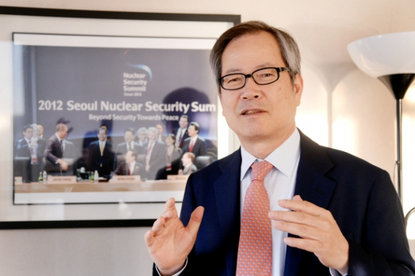 [Herald Interview] 'Neither wishful thinking nor empty threats will work on NK'