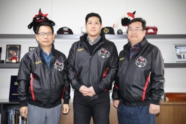 Ex-San Francisco Giant Hwang Jae-gyun signs with Korean club