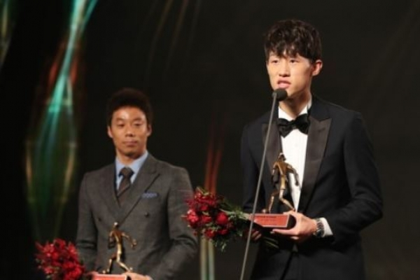 Young midfielder wins MVP in top pro football league