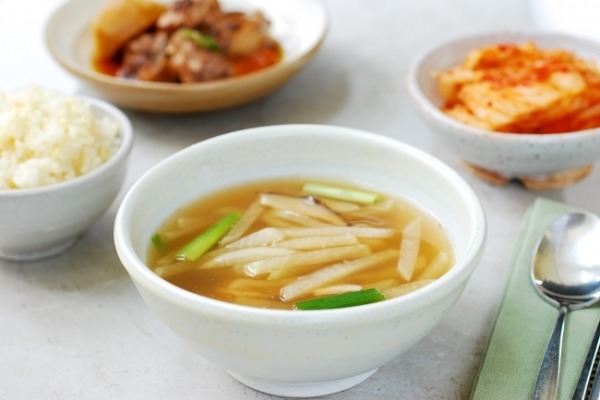 [Korean Bapsang] Mu doenjang guk (Radish soybean paste soup)