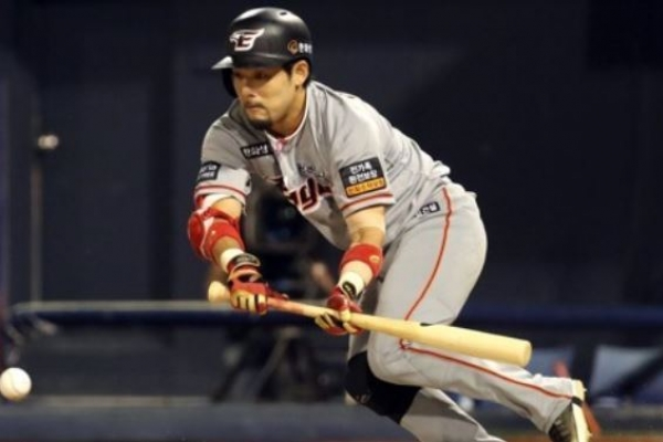 Ex-All-Star outfielder takes biggest pay cut in Korean baseball history