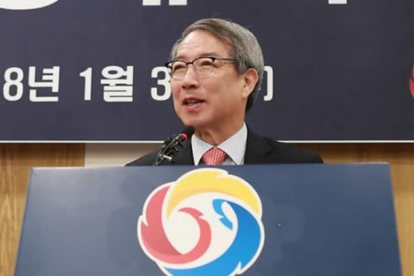 Ex-PM Chung Un-chan formerly unveiled as baseball's new commissioner