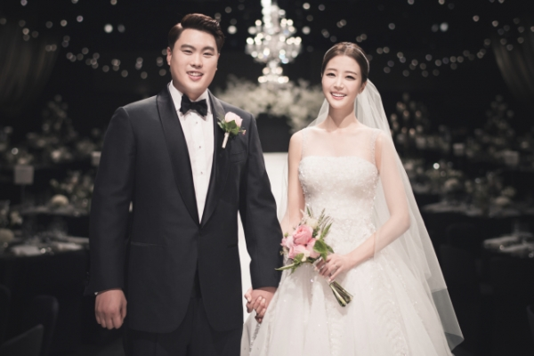 Dodgers' Ryu Hyun-jin ties knot with sports announcer