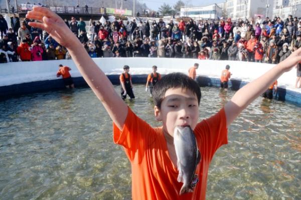 [Photo News] Ice fishing season is here