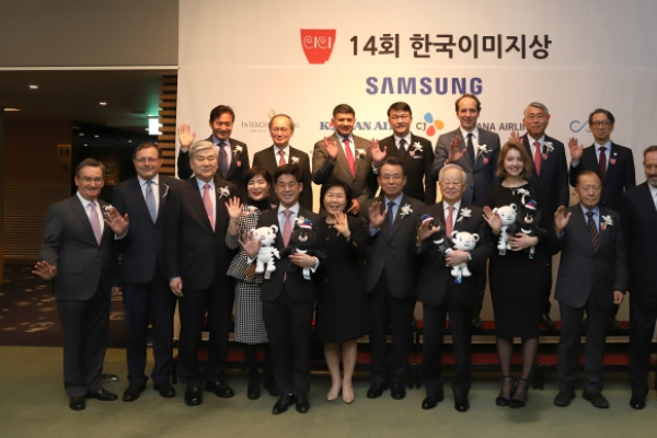 Businessman, politician, model honored for promoting Korea worldwide