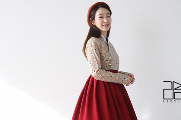 [Herald Interview] Capturing hanbok's beauty with modern elements